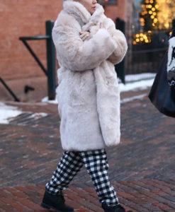Kate Hudson White Coat
